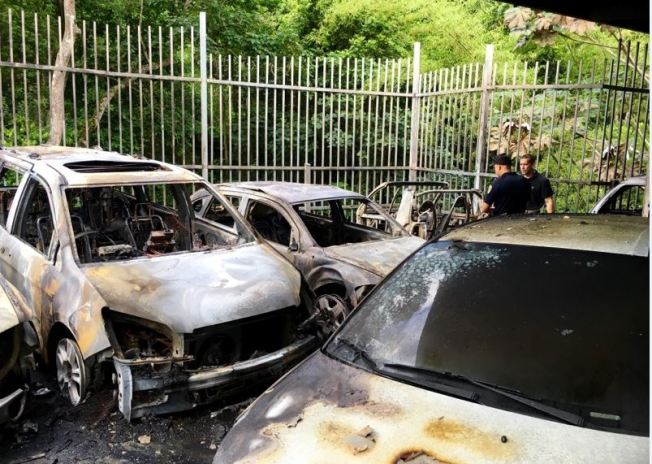 Se roban carro y queman 10 en Barranquitas
