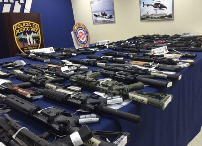 Impresionante cantidad de armas incautadas en operativo