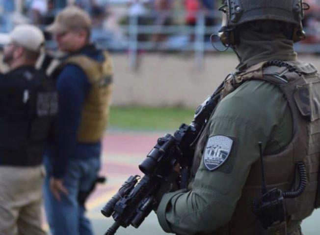 Arrestan a ocho personas durante allanamientos