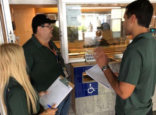 DACO multa a operadores de estacionamientos para fiestas de la SanSe