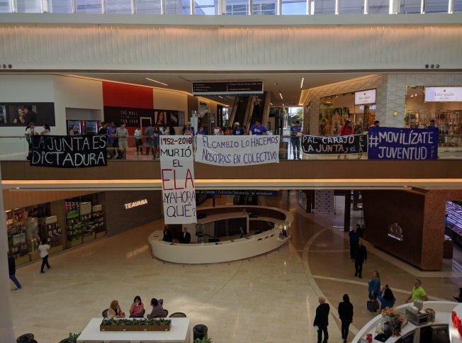 Protestan dentro de Mall of San Juan