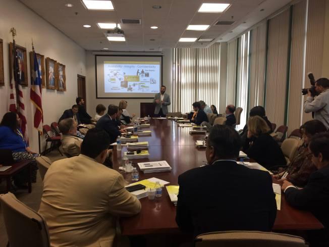 Observadores internacionales y nacionales se reúnen previo a plebiscito