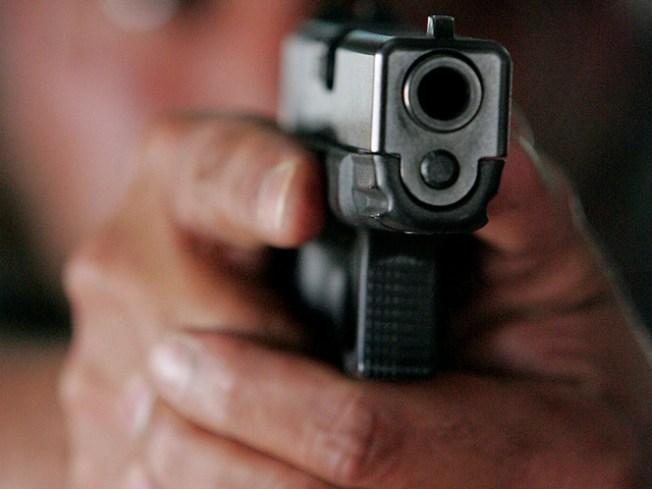 """Ladrón dispara tras """"carjacking"""" en gasolinera de Bayamón"""