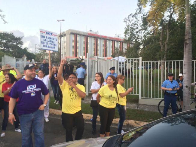 Empleados se manifiestan en hospital de Caguas