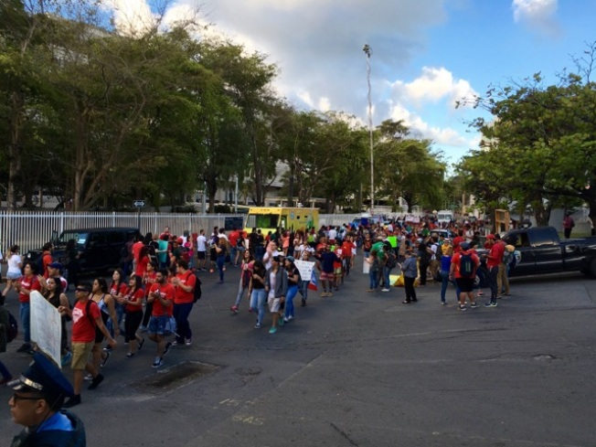 Estudiantes protestan en Hacienda
