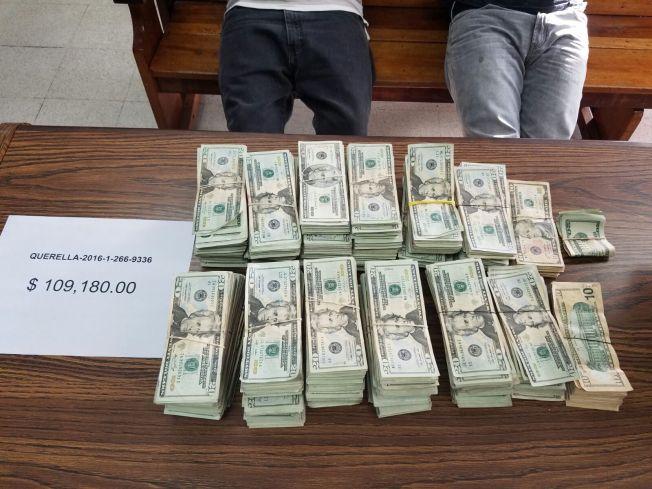 Arrestan a dos y ocupan $100 mil en Barrio Obrero