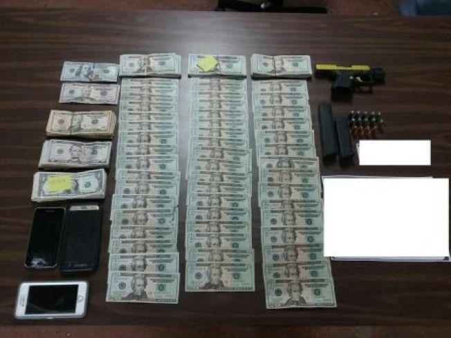 Hombre y mujer son arrestados en allanamiento en Ceiba