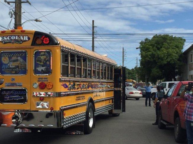 Departamento de Educación promete pago a transportistas