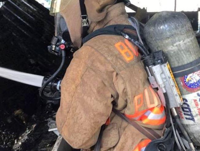 Bomberos combaten fuego en Loíza