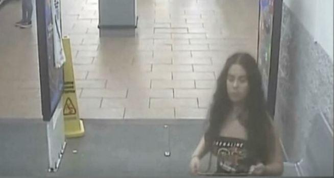 [TLMD - NATL] Policía: mujer orina sobre las papas en Walmart y se va
