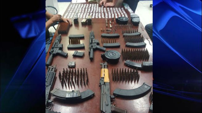 Ocupan drogas, armas y dinero en Santurce