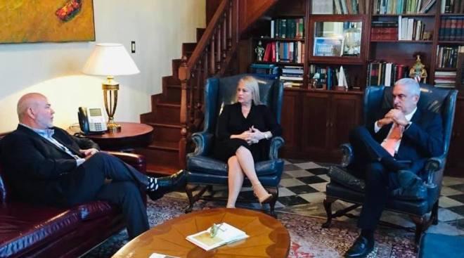 Wanda Vázquez se reune con TRS y Johnny Méndez