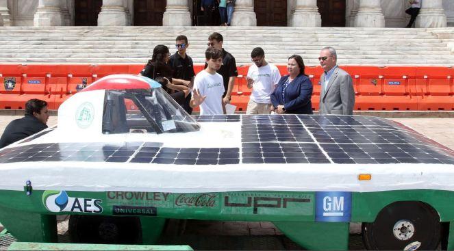 Reconocen estudiantes tras diseñar carro solar
