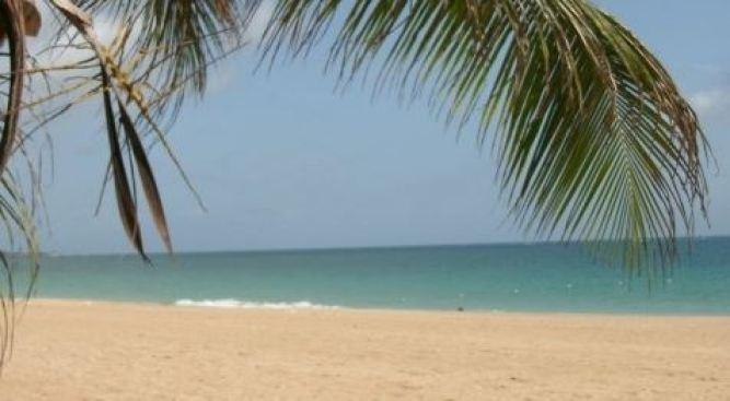 Encuentran cadáver flotando en playa de Isla Verde