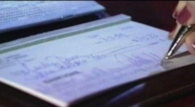 Cargos criminales por emitir cheques sin fondos
