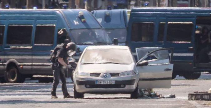 Agresor se estrella contra patrullero en el centro de París