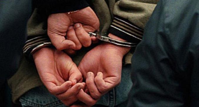 Radican cargos contra tres hombres por agredir a miembros de la Policía