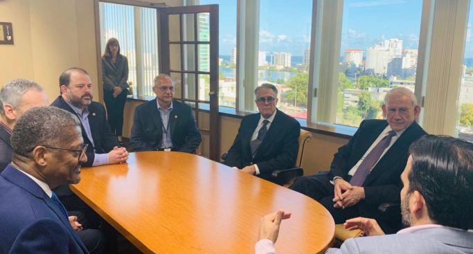Gobernador anuncia nuevos miembros a la Junta de la AEE