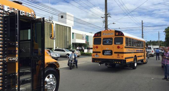 Miles de niños se quedaron sin transportación para la escuela