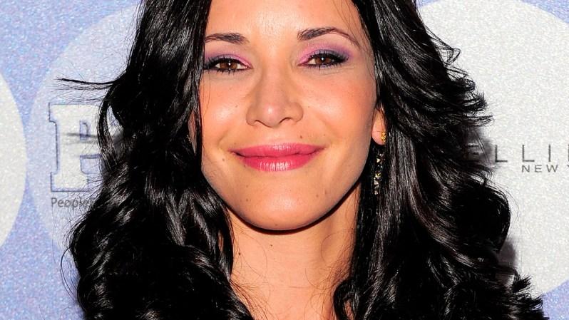 2 DE NOVIEMBRE, 2015 - La actriz Adriana Campos murió luego de que su esposo perdiera el control del auto y cayera al Río Cauca en su natal Colombia. Tenía 36 años.